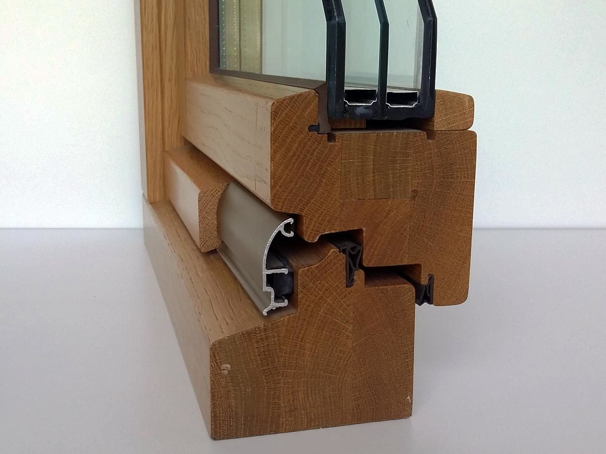 Dettaglio sezione finestra legno noce 92 mm