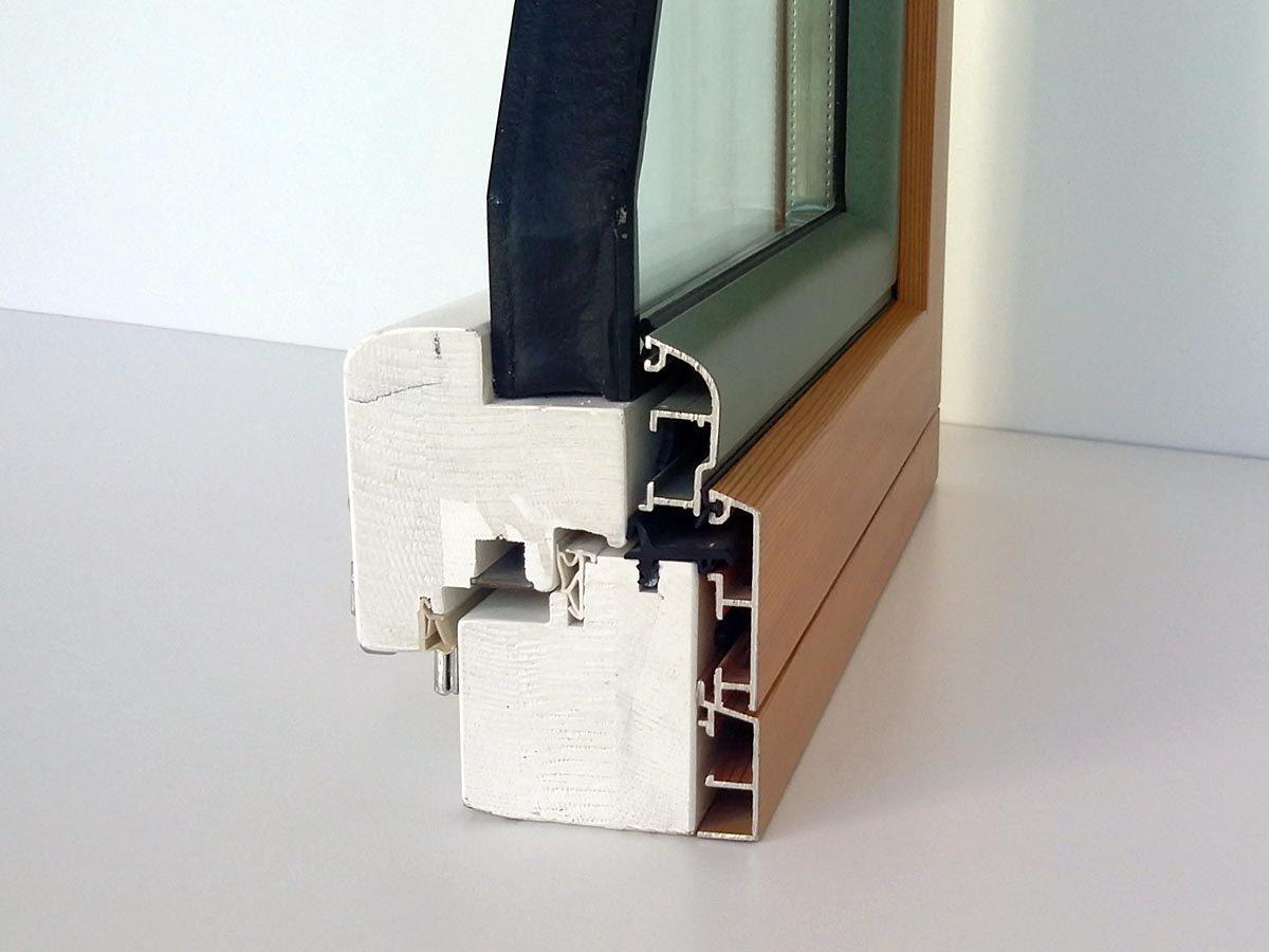 Dettaglio serramento in legno-alluminio noce con spessore 85 mm